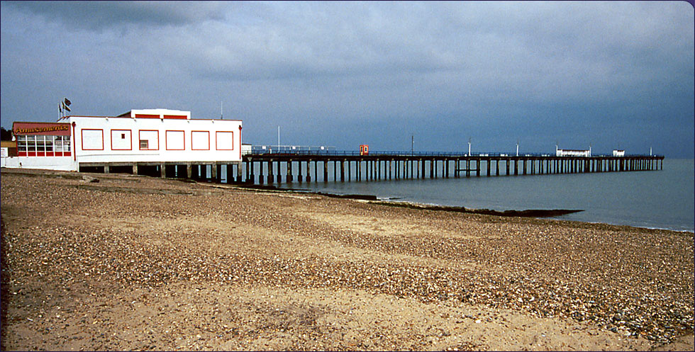 http://www.theheritagetrail.co.uk/images/felixstowePier.jpg