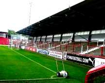 http://www.footballgroundsofengland.co.uk/images/Brentford-04.jpg
